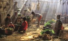 Indonezja. Choć Dżakarta to nowoczesne miasto, wciąż znajdziemy tu miejsca, które nie zmieniły się  od wieków
