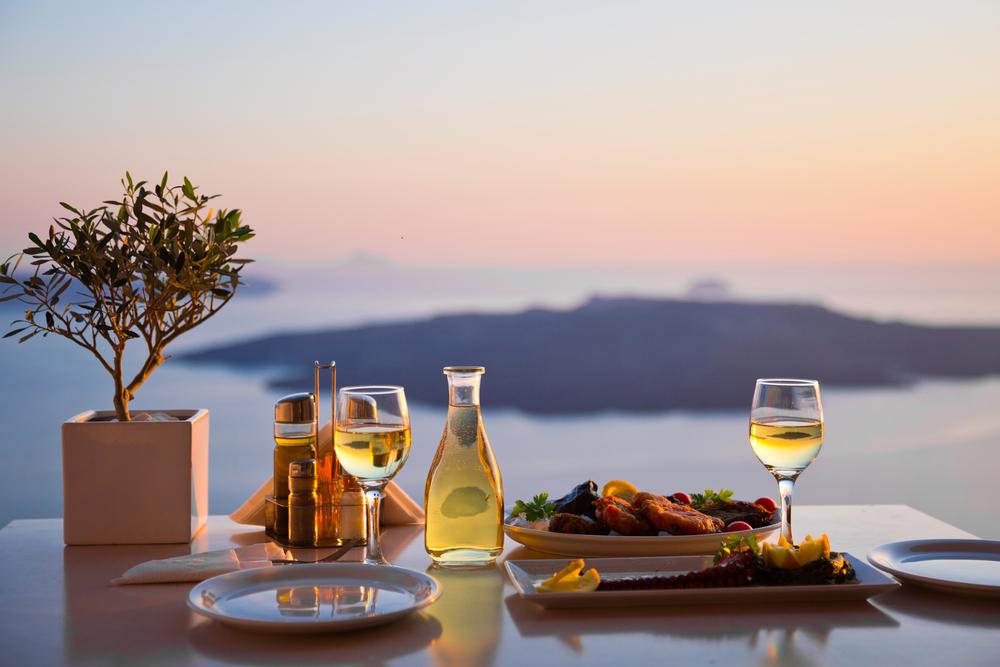 Santorini - restauracja z widokiem na wulkan