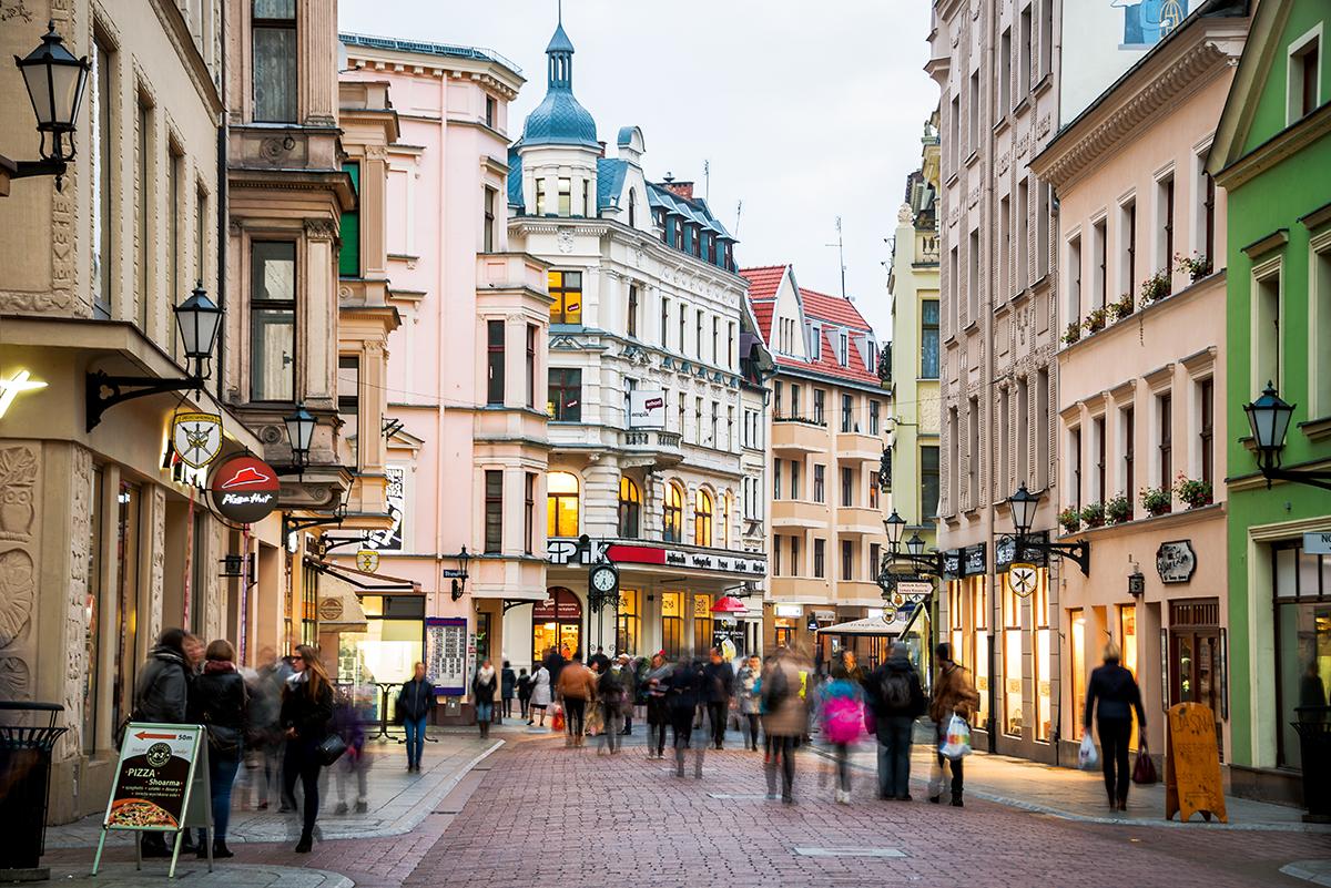 Ulica Szeroka w Toruniu to główny deptak starówki